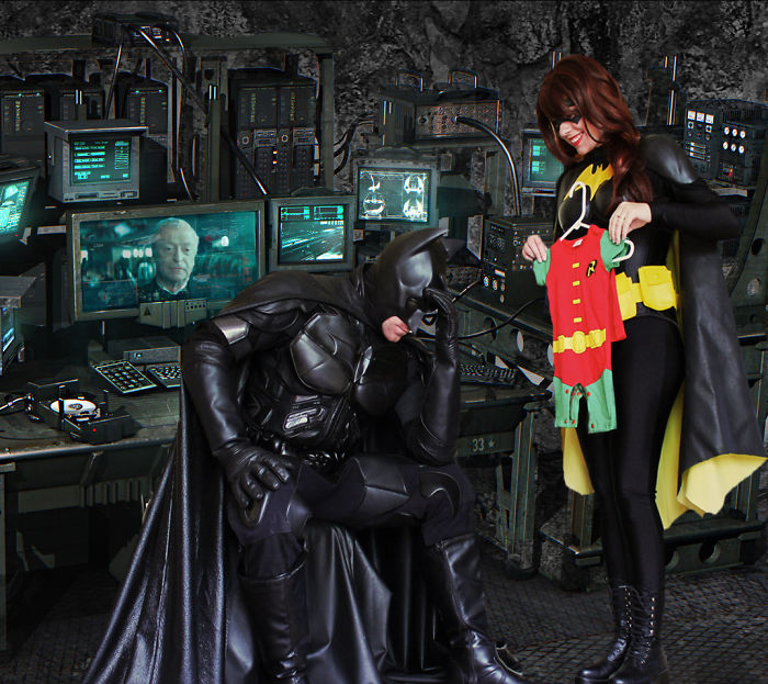 batman-batwoman-pregnancy-announcement-photo-ocularis01-6-58fdc0b493122__700.jpg